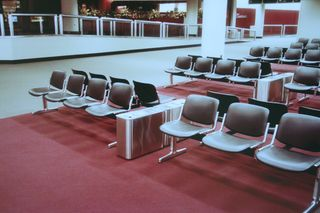1980_terminal_seating
